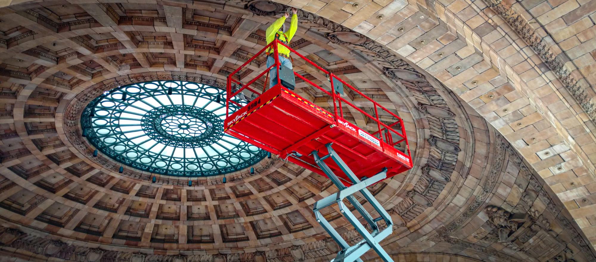 arch masonry worker